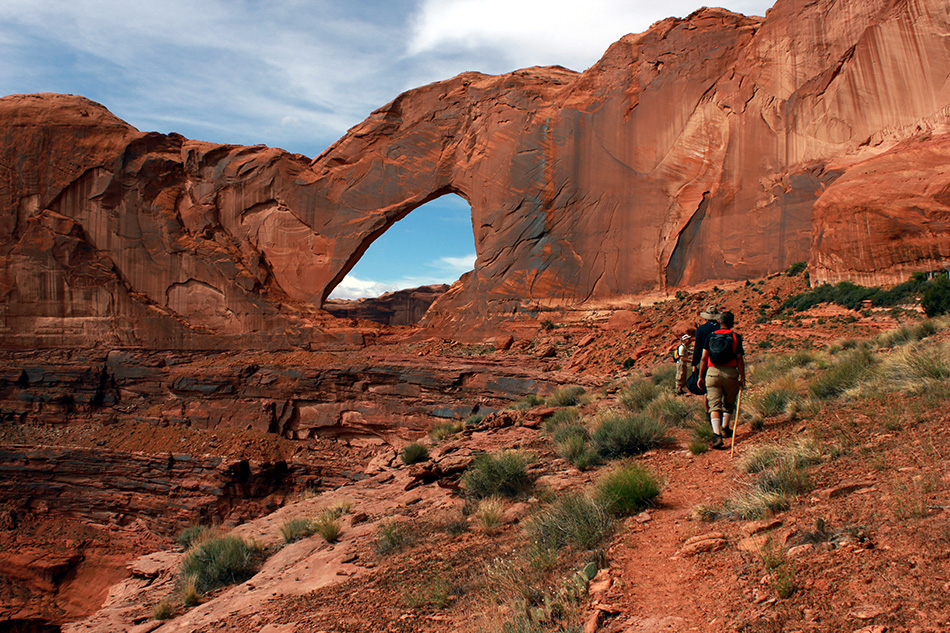 Hiking Utah | Stevens Arch hikers