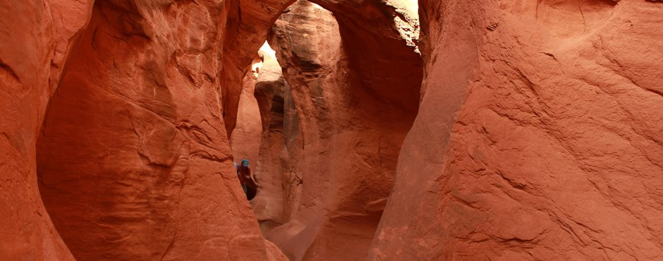 Peek a Boo Slot Canyon - Hiking the Escalanet